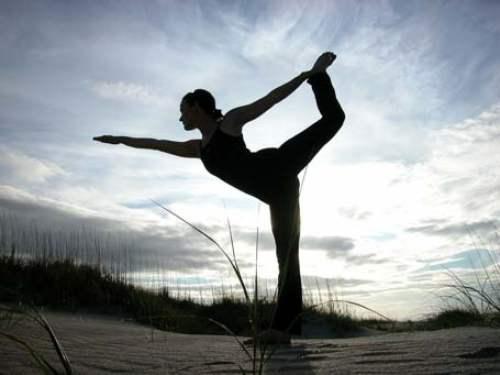 http://traveljungle.files.wordpress.com/2009/10/yoga.jpg